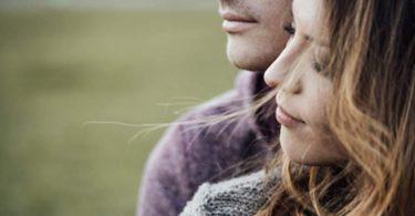 Paar findet sich auf Singlebörse Bildkontakte