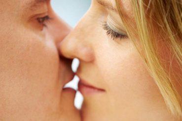 Paare finden sich auf Blind Date