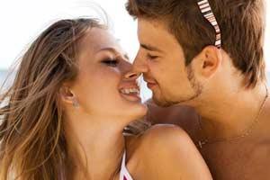 Verliebtes Paar hat sich auf Singlebörse gefunden