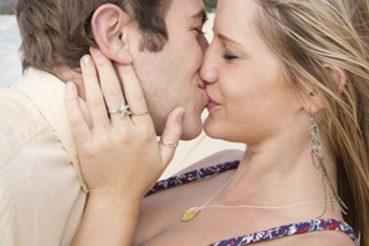 Paar findet sich auf Single.de