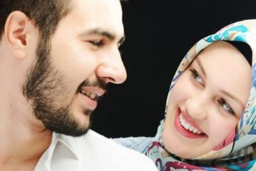 Muslimisches Paar findet sich auf Muslima