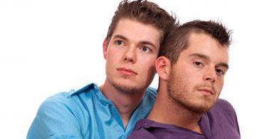 Schwules Paar findet sich auf Planet Romeo